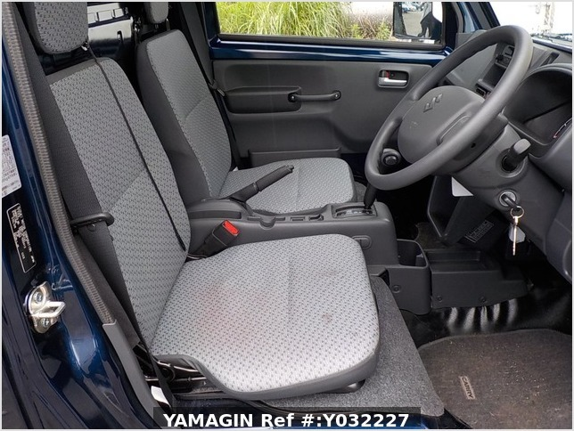 It is a picture of the navy blue suzuki carry truck in 2019,Sub Photo 6 Stock No.Y032227