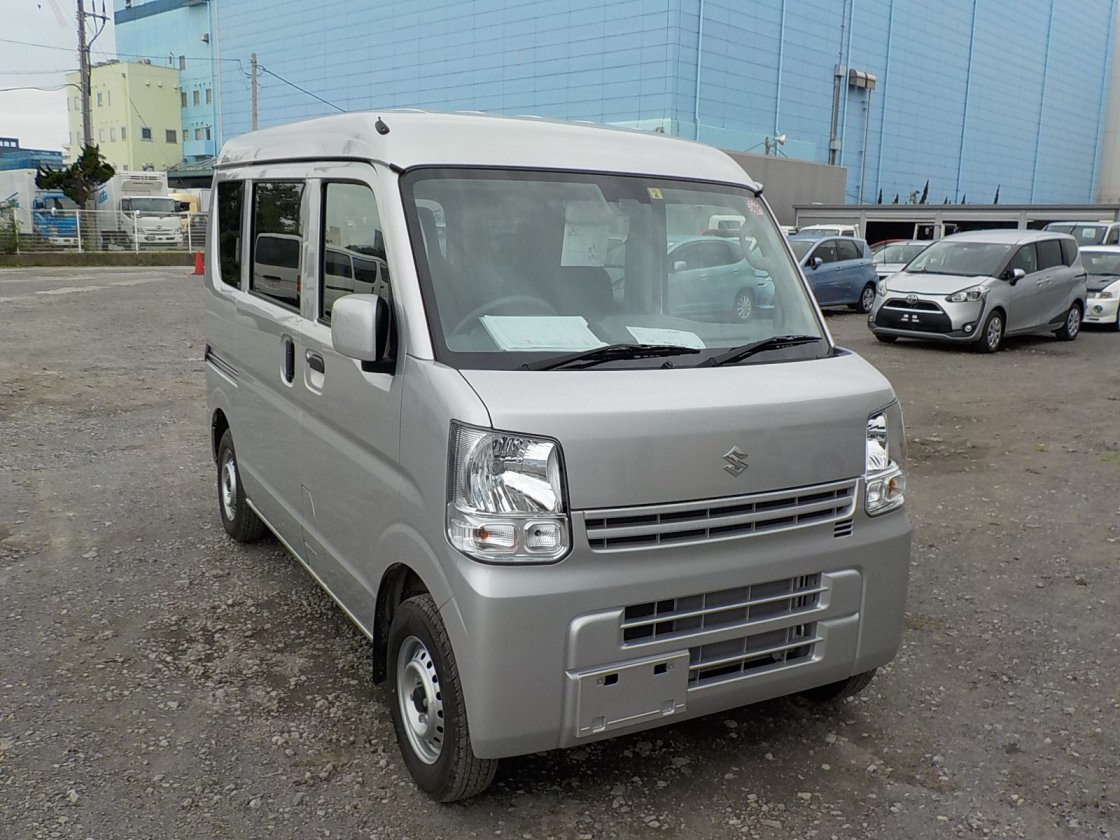 It is a picture of the silver suzuki every passenger van in 2019,First Photo Stock No.Y032228