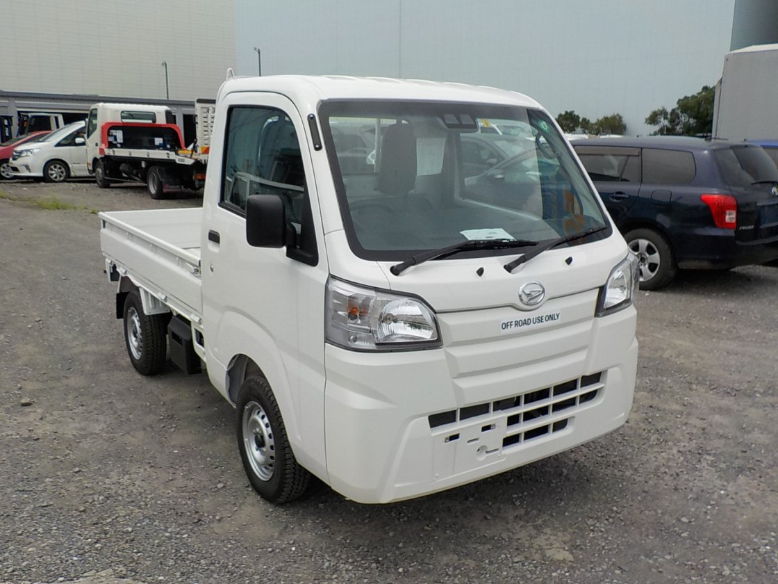 It is a picture of the white daihatsu hijet truck in 2020,First Photo Stock No.Y032272