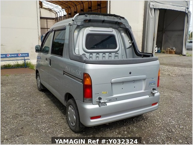 It is a picture of the silver daihatsu hijet deck van in 2004,Sub Photo 3 Stock No.Y032324