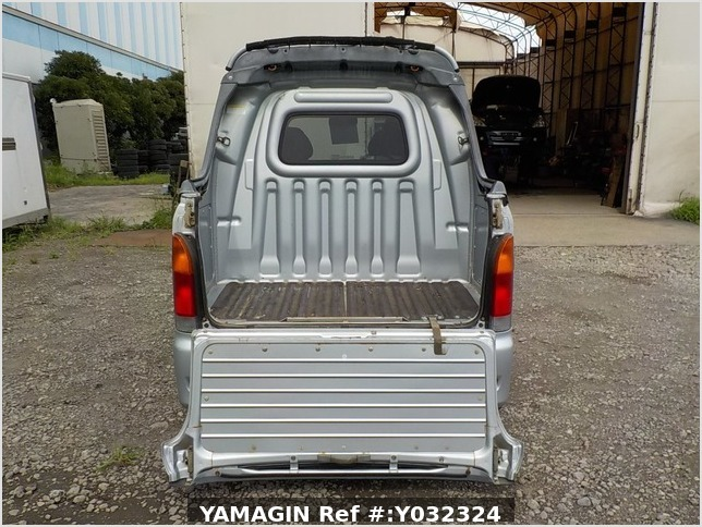 It is a picture of the silver daihatsu hijet deck van in 2004,Sub Photo 4 Stock No.Y032324