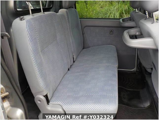 It is a picture of the silver daihatsu hijet deck van in 2004,Sub Photo 10 Stock No.Y032324