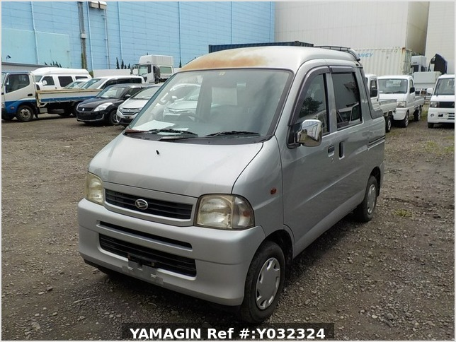 It is a picture of the silver daihatsu hijet deck van in 2004,Sub Photo 1 Stock No.Y032324