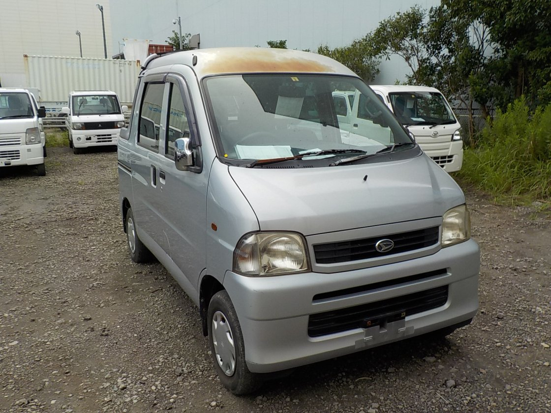 It is a picture of the silver daihatsu hijet deck van in 2004,First Photo Stock No.Y032324