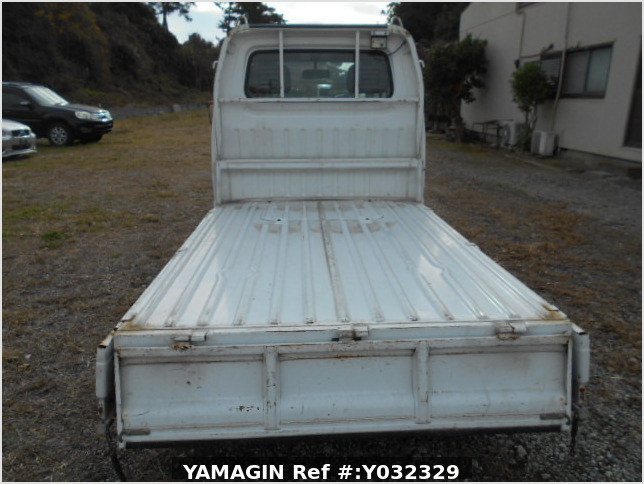 It is a picture of the white suzuki carry truck in 1996,Sub Photo 5 Stock No.Y032329
