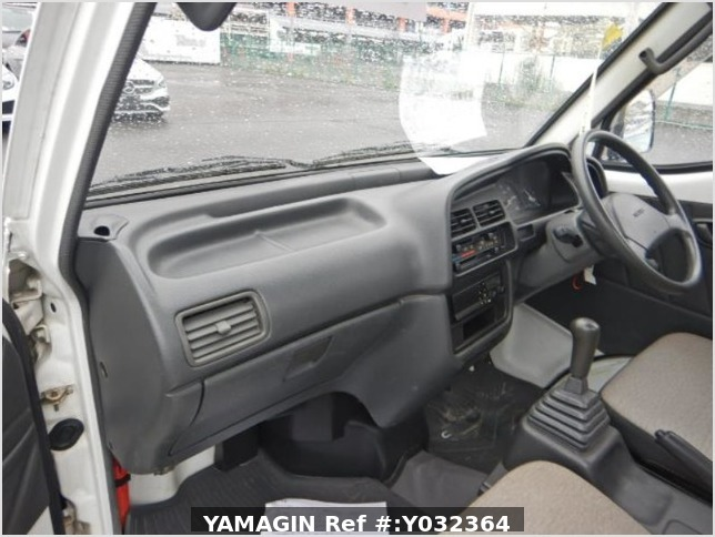It is a picture of the white suzuki carry truck in 1994,Sub Photo 8 Stock No.Y032364