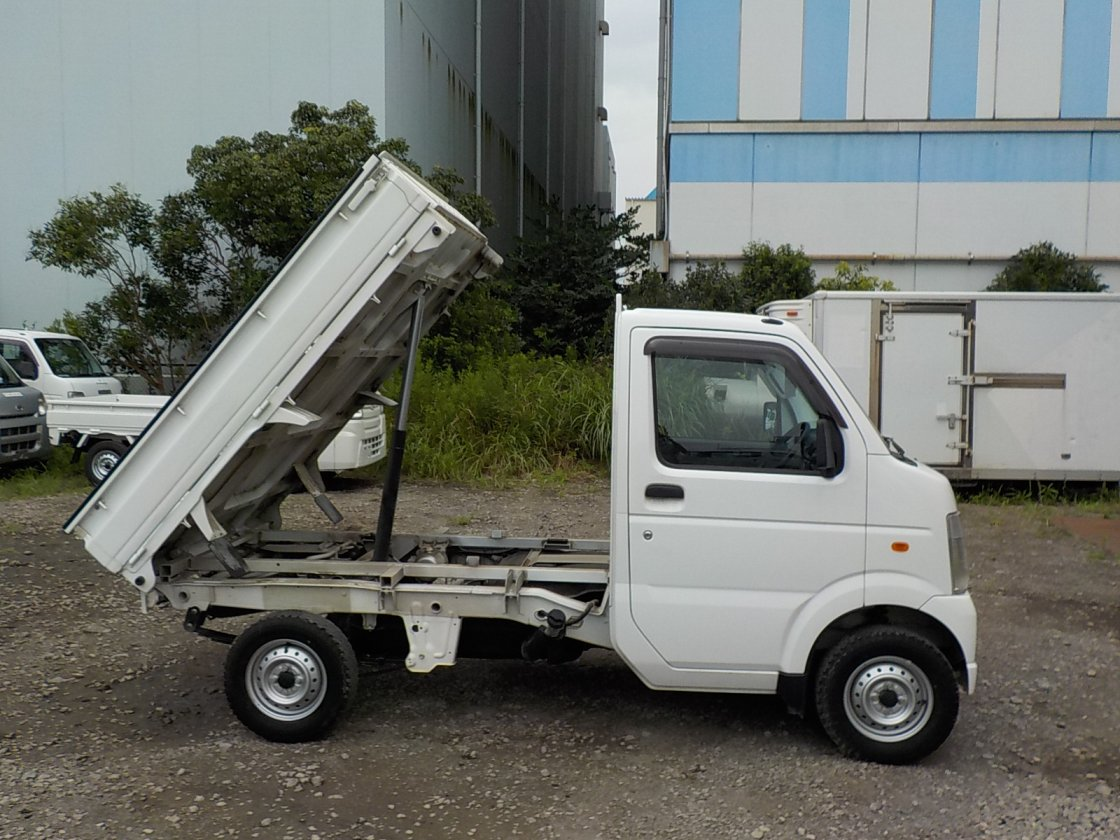 It is a picture of the white suzuki carry dump in 2012,First Photo Stock No.Y032368
