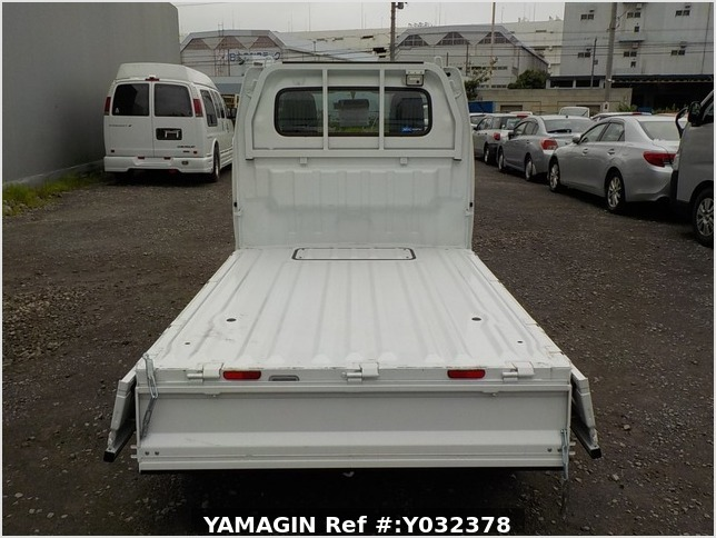 It is a picture of the white suzuki carry truck in 2019,Sub Photo 4 Stock No.Y032378