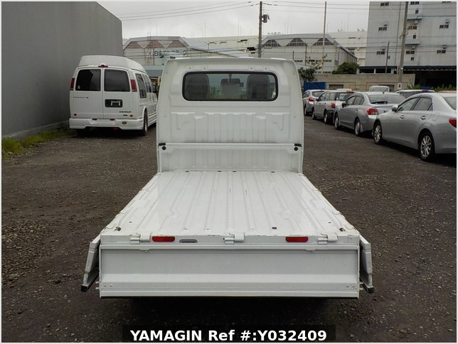 It is a picture of the white suzuki carry truck in 2012,Sub Photo 4 Stock No.Y032409