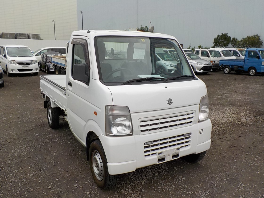 It is a picture of the white suzuki carry truck in 2012,First Photo Stock No.Y032409