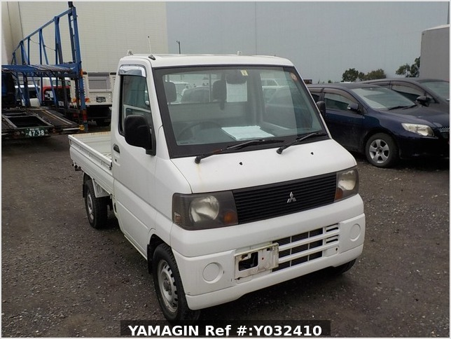 It is a picture of the white mitsubishi minicab truck in 2005,Sub Photo 0 Stock No.Y032410