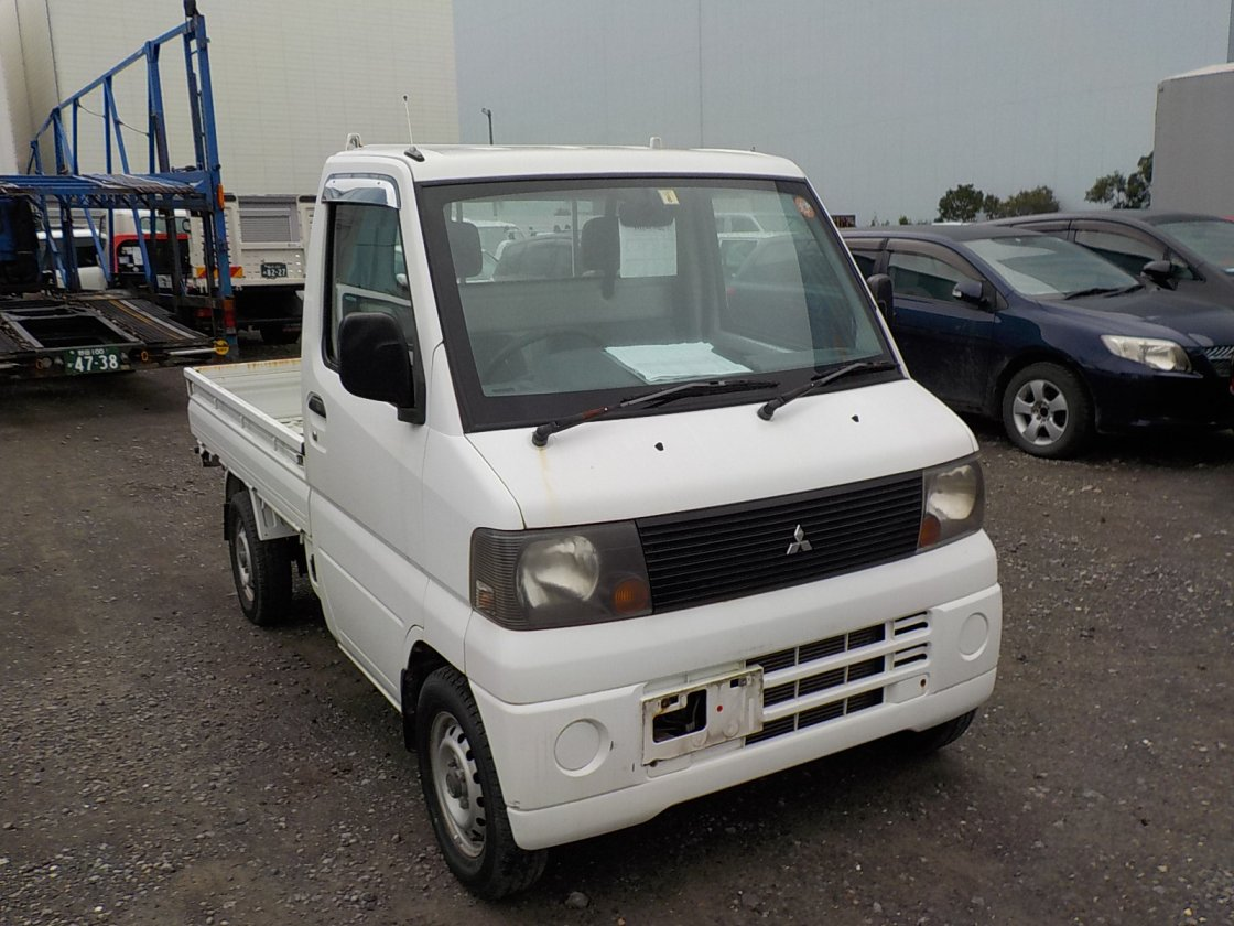 It is a picture of the white mitsubishi minicab truck in 2005,First Photo Stock No.Y032410
