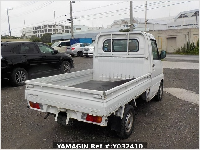 It is a picture of the white mitsubishi minicab truck in 2005,Sub Photo 2 Stock No.Y032410