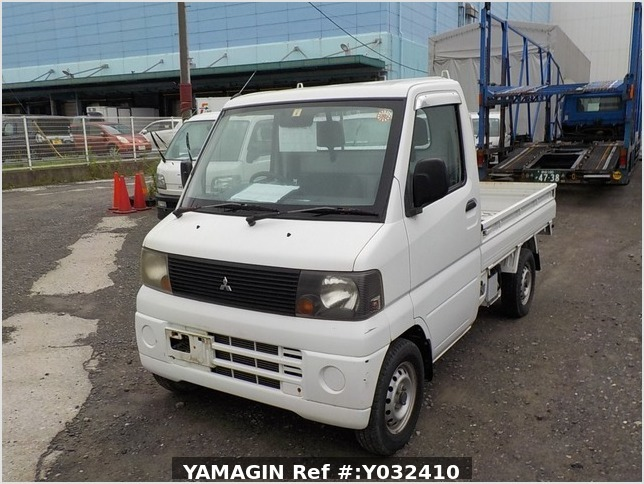 It is a picture of the white mitsubishi minicab truck in 2005,Sub Photo 1 Stock No.Y032410