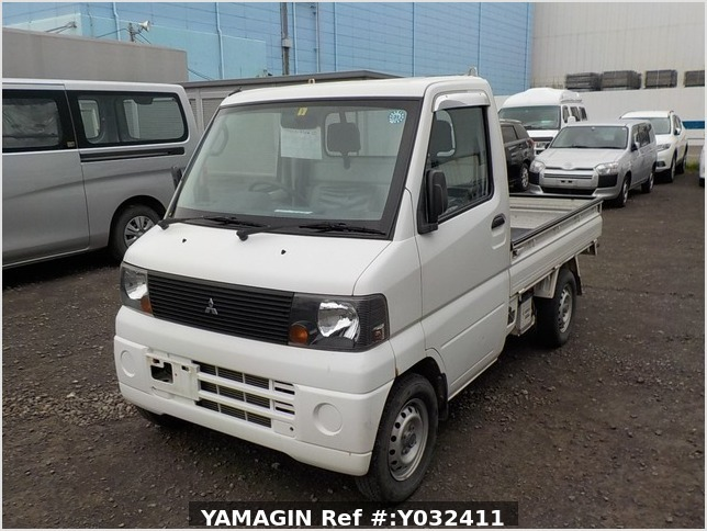 It is a picture of the white mitsubishi minicab truck in 2004,Sub Photo 1 Stock No.Y032411