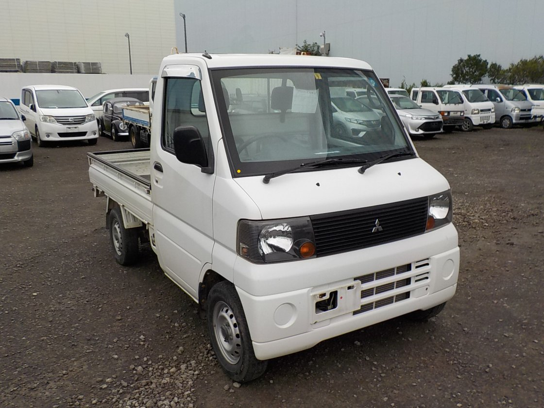 It is a picture of the white mitsubishi minicab truck in 2004,First Photo Stock No.Y032411