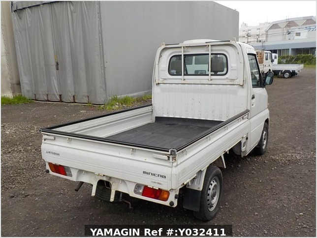 It is a picture of the white mitsubishi minicab truck in 2004,Sub Photo 2 Stock No.Y032411