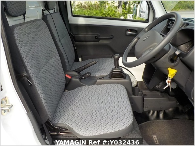 It is a picture of the white suzuki carry truck in 2020,Sub Photo 6 Stock No.Y032436