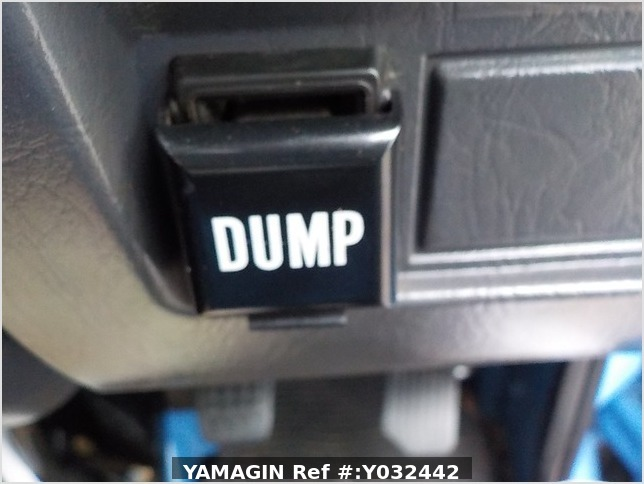 It is a picture of the blue daihatsu hijet dump in 2004,Sub Photo 11 Stock No.Y032442