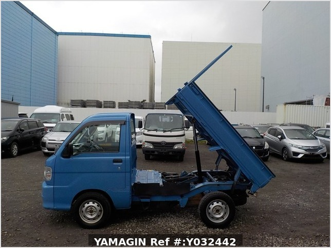 It is a picture of the blue daihatsu hijet dump in 2004,Sub Photo 15 Stock No.Y032442