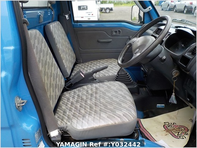 It is a picture of the blue daihatsu hijet dump in 2004,Sub Photo 13 Stock No.Y032442
