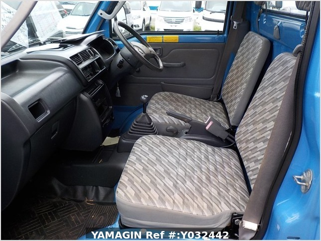 It is a picture of the blue daihatsu hijet dump in 2004,Sub Photo 14 Stock No.Y032442