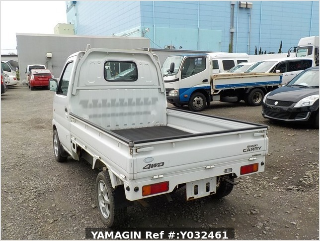 It is a picture of the white suzuki carry truck in 2002,Sub Photo 3 Stock No.Y032461
