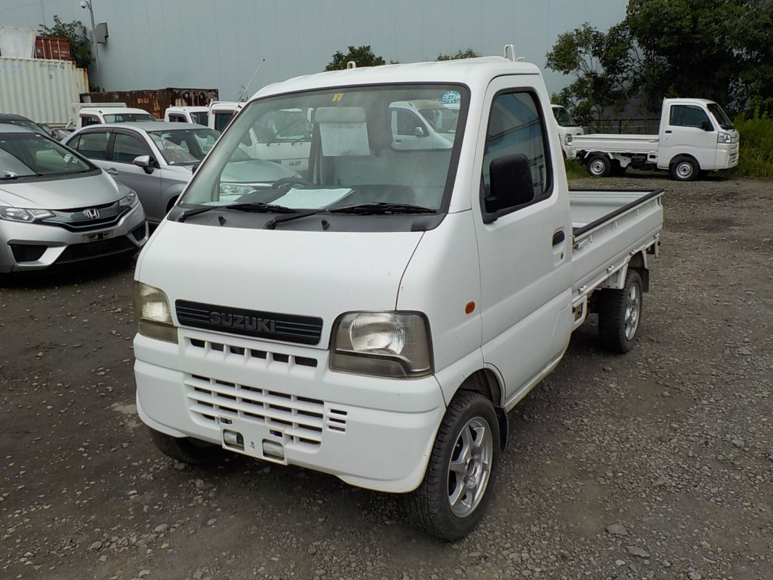 It is a picture of the white suzuki carry truck in 2002,First Photo Stock No.Y032461