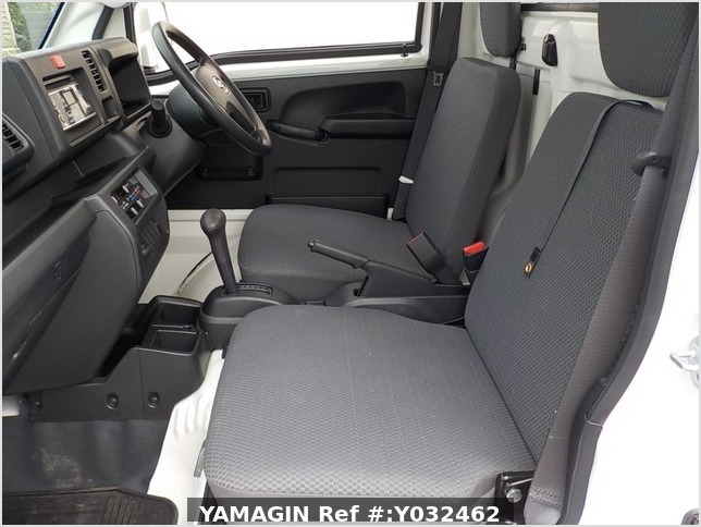 It is a picture of the white daihatsu hijet truck in 2018,Sub Photo 11 Stock No.Y032462