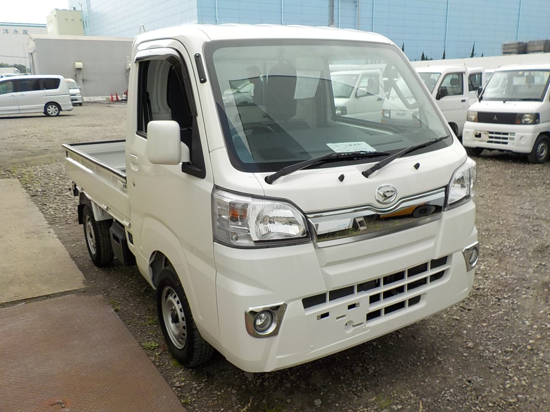 It is a picture of the white daihatsu hijet truck in 2018,First Photo Stock No.Y032462