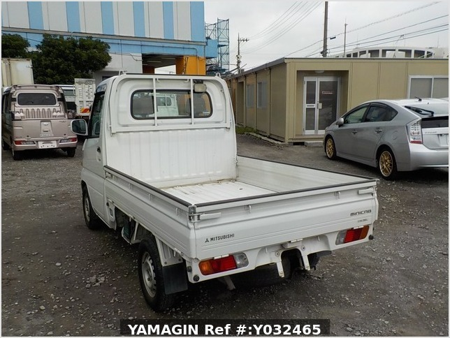 It is a picture of the white mitsubishi minicab truck in 2004,Sub Photo 3 Stock No.Y032465