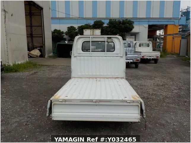 It is a picture of the white mitsubishi minicab truck in 2004,Sub Photo 4 Stock No.Y032465