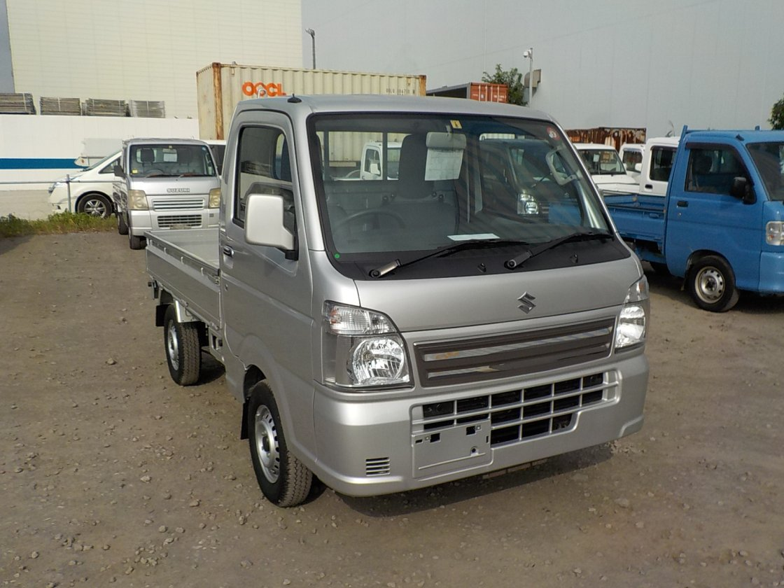 It is a picture of the silver suzuki carry truck in 2019,First Photo Stock No.Y032510