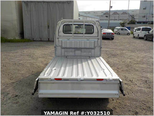 It is a picture of the silver suzuki carry truck in 2019,Sub Photo 4 Stock No.Y032510