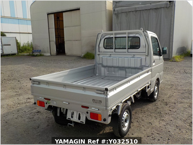 It is a picture of the silver suzuki carry truck in 2019,Sub Photo 2 Stock No.Y032510