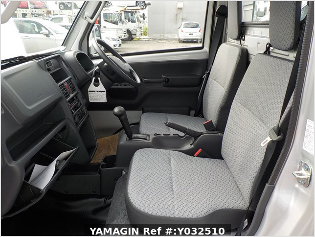 It is a picture of the silver suzuki carry truck in 2019,Sub Photo 6 Stock No.Y032510