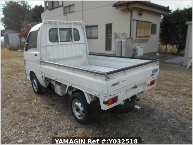 It is a picture of the white daihatsu hijet truck in 1996,Sub Photo 3 Stock No.Y032518