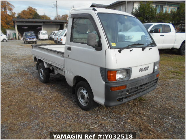 It is a picture of the white daihatsu hijet truck in 1996,Sub Photo 0 Stock No.Y032518