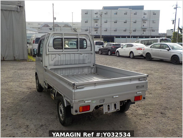 It is a picture of the silver suzuki carry truck in 2004,Sub Photo 3 Stock No.Y032534