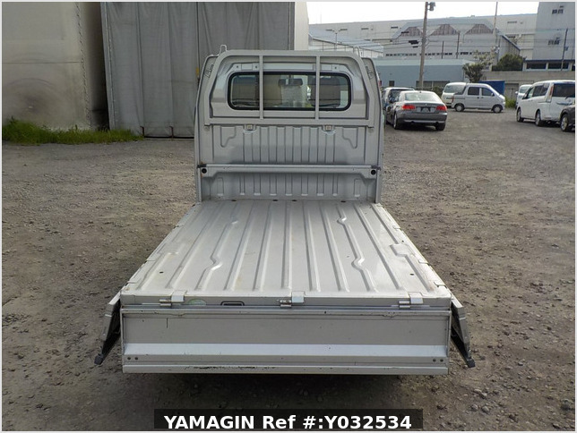 It is a picture of the silver suzuki carry truck in 2004,Sub Photo 4 Stock No.Y032534