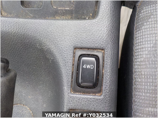 It is a picture of the silver suzuki carry truck in 2004,Sub Photo 5 Stock No.Y032534