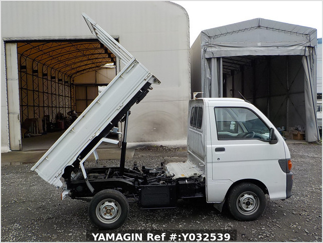It is a picture of the white daihatsu hijet scissors dump in 1996,Sub Photo 11 Stock No.Y032539