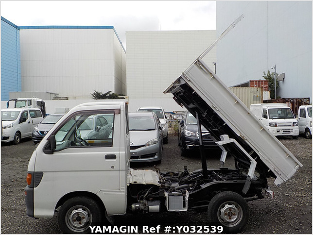 It is a picture of the white daihatsu hijet scissors dump in 1996,Sub Photo 12 Stock No.Y032539