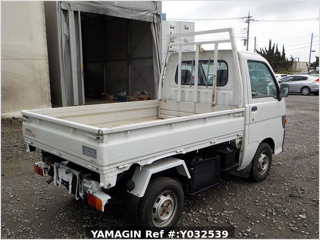 It is a picture of the white daihatsu hijet scissors dump in 1996,Sub Photo 3 Stock No.Y032539