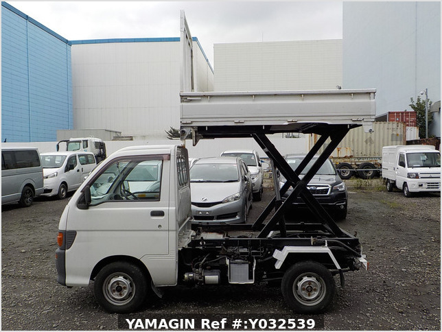 It is a picture of the white daihatsu hijet scissors dump in 1996,Sub Photo 5 Stock No.Y032539