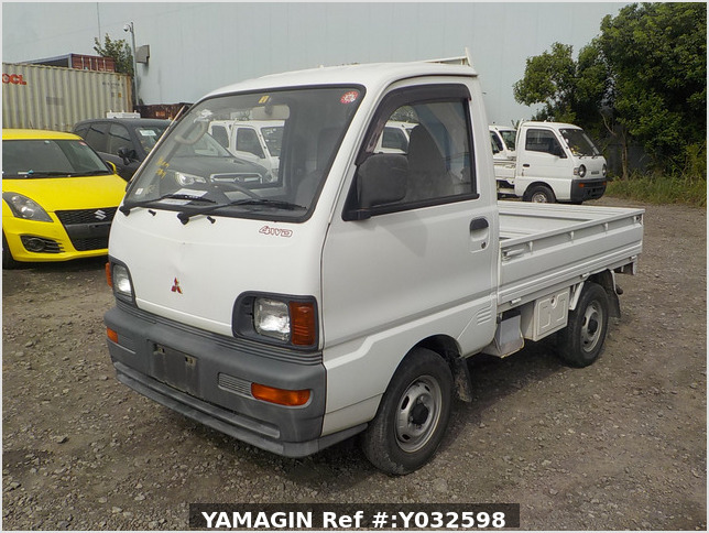 It is a picture of the white mitsubishi minicab truck in 1995,Sub Photo 0 Stock No.Y032598