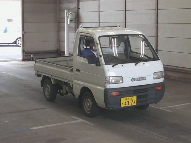 It is a picture of the bronze suzuki carry truck in 1994,First Photo Stock No.Y032604