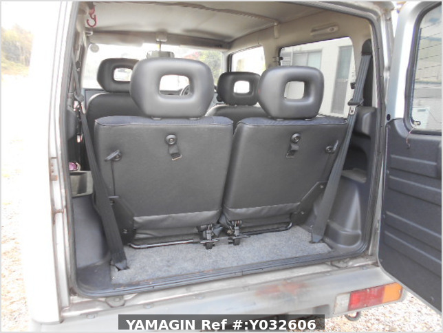 It is a picture of the silver suzuki jimny in 1996,Sub Photo 11 Stock No.Y032606