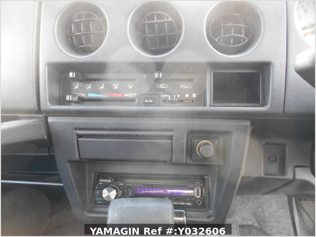 It is a picture of the silver suzuki jimny in 1996,Sub Photo 7 Stock No.Y032606