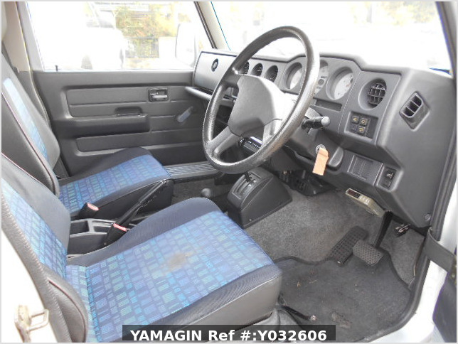 It is a picture of the silver suzuki jimny in 1996,Sub Photo 8 Stock No.Y032606